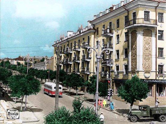 Перекресток улиц К. Маркса и Шевченко
